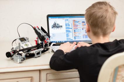 子供をロボットプログラミングの教室に!