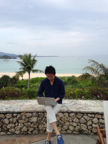 今日は、沖縄のリゾートホテルから